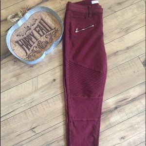 NWOT burgundy skinny Juniors sz 7 jeans
